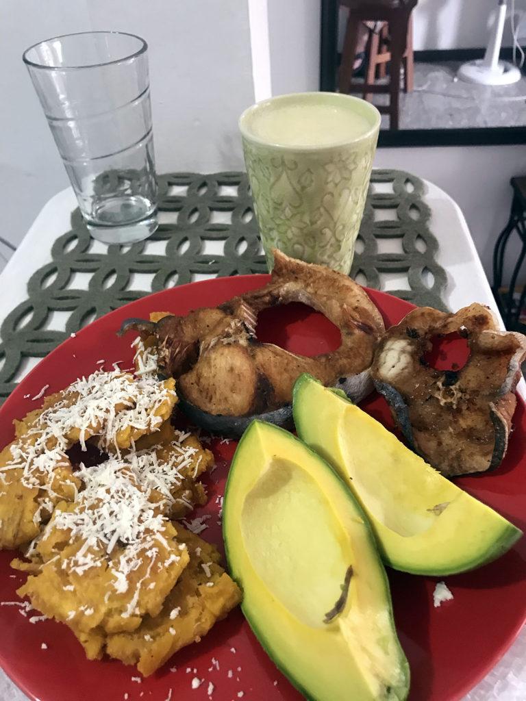 Fried Bagre, garic patacones, avocado & homemade juice
