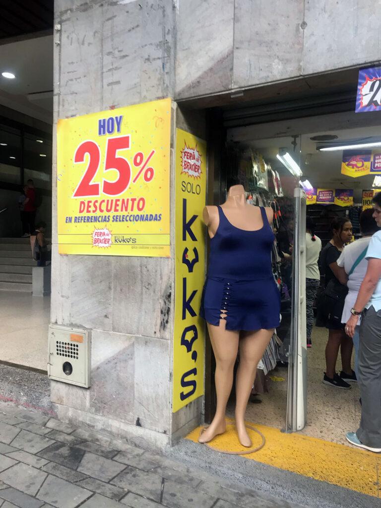 Plus sized manequin