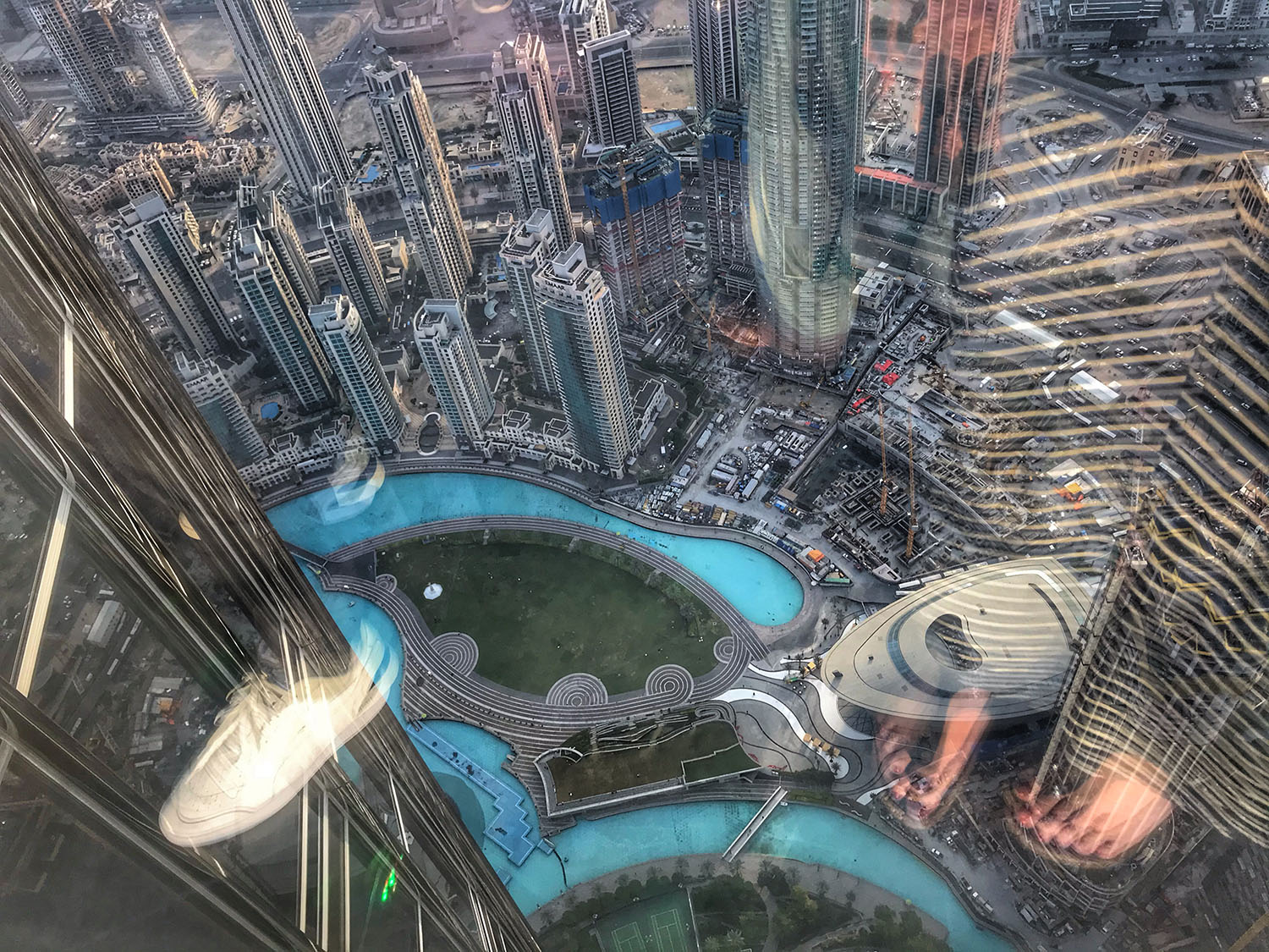 Looking from top of Burj Kahlifa at fountains